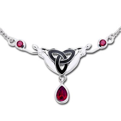Halskæde med Triquetra Treenighedssymbolet og Rubin (3494)
