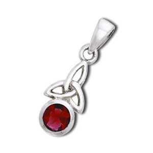 Vedhæng med Triquetra Treenighedssymbolet og Rød Granat 24mm ukæde (2459)